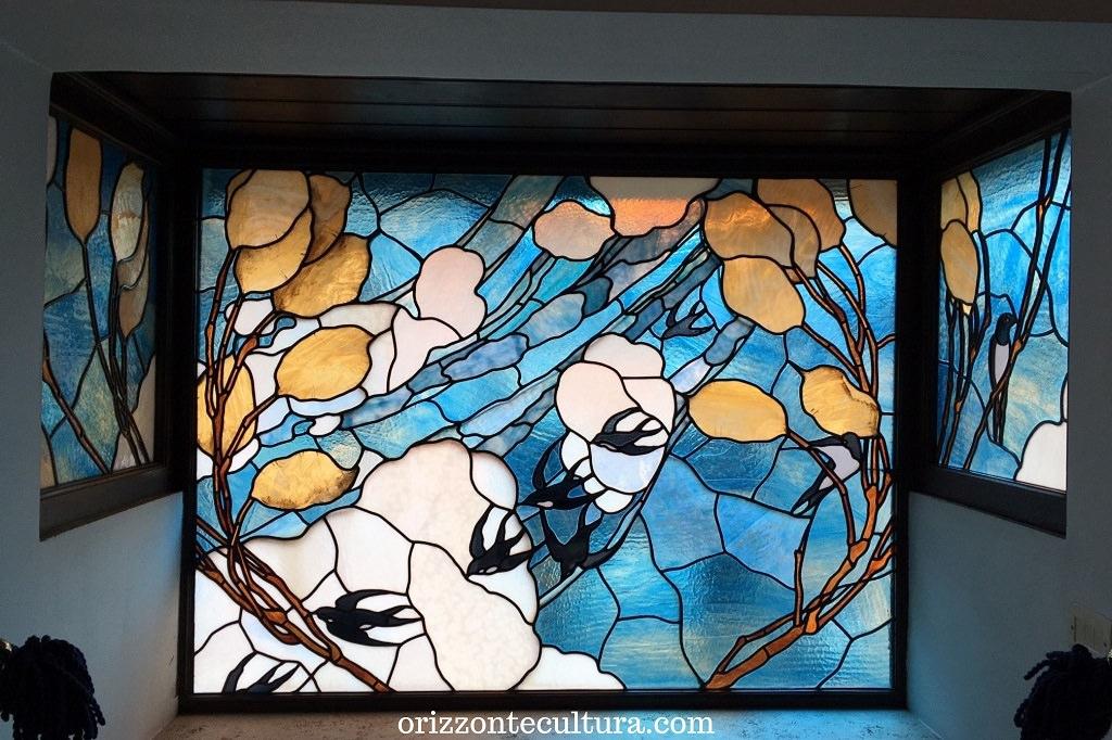 Casina delle Civette, dettaglio vetrata rondini