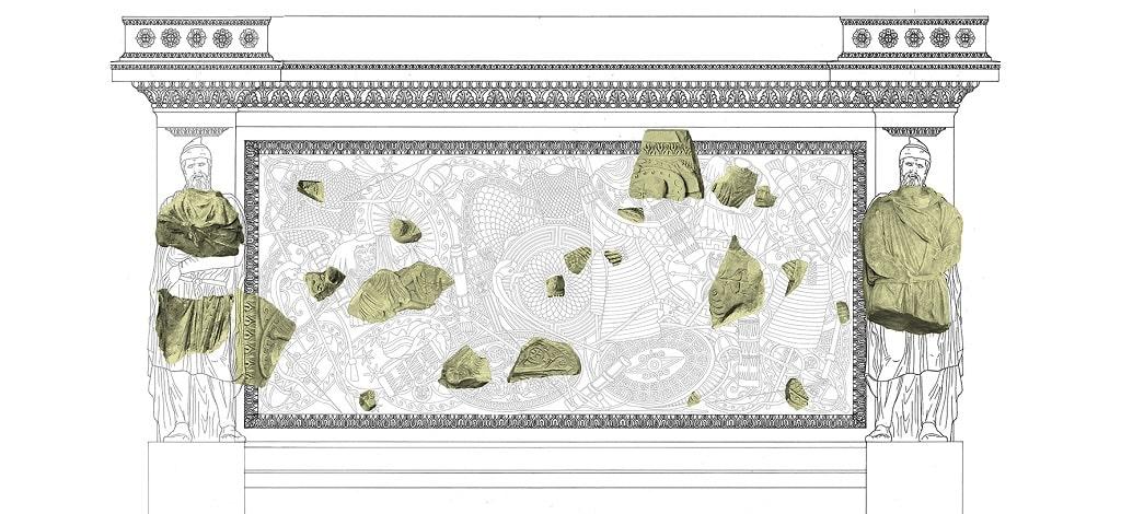 Ricomposizione fregio con armi, scavo via Alessandrina Fori Imperiali