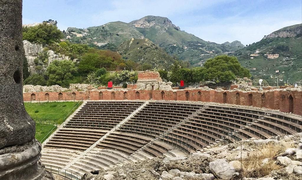 Pietro Consagra, Il colore come materia, foto allestimento teatro Taormina