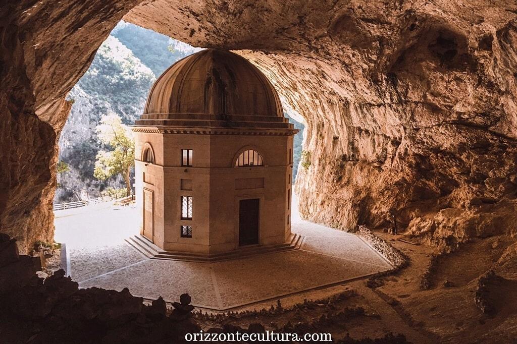 Le Grotte di Frasassi e il Tempio di Valadier, cosa vedere nelle Marche
