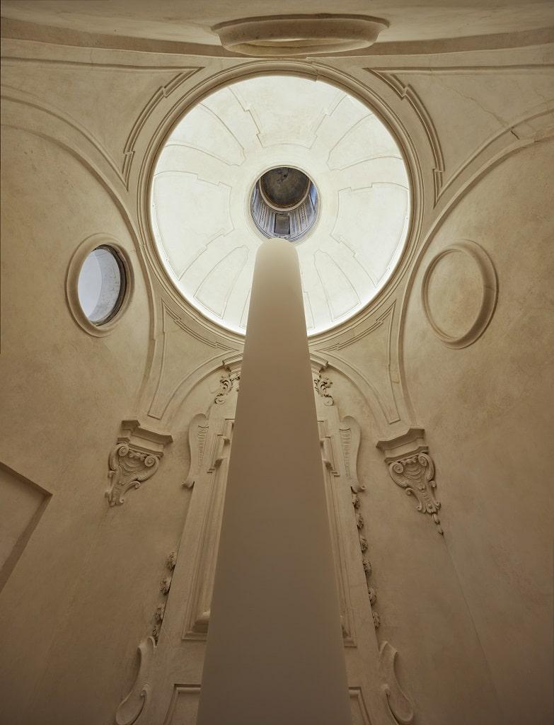 Palazzo Ardinghelli, allestimento Punto di equilibrio Cappella, Ettore Spalletti, Colonna nel vuoto