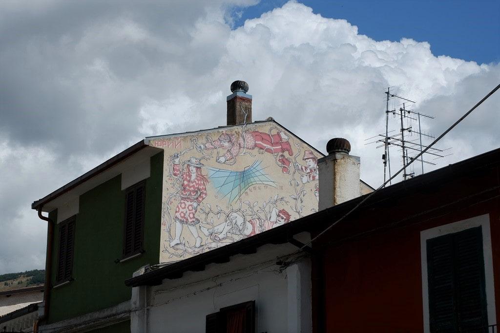 La street art sulle case di Aielli, Aielli Borgo Universo