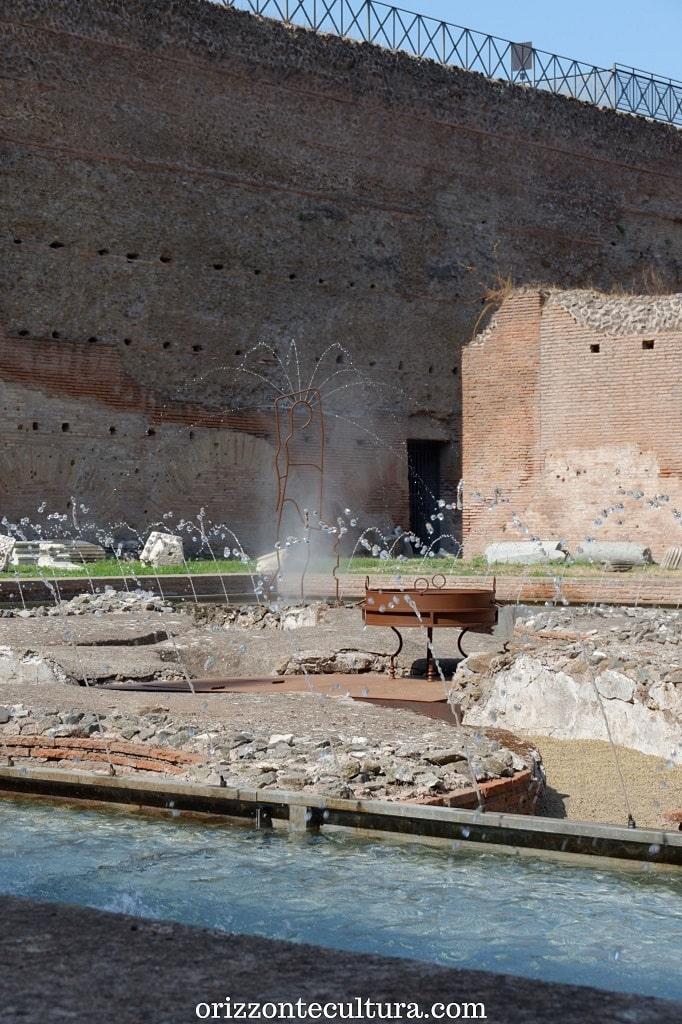 L'acqua zampilla nella Fontana delle Pelte