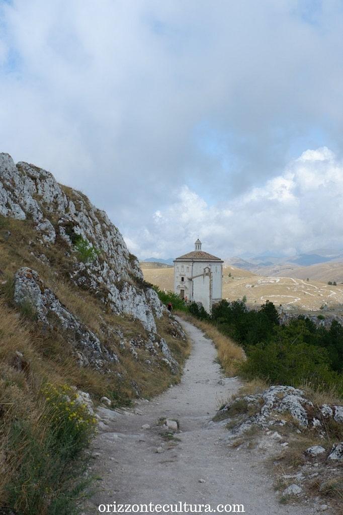 Salendo verso Rocca Calascio, Rocca Calascio chiesa