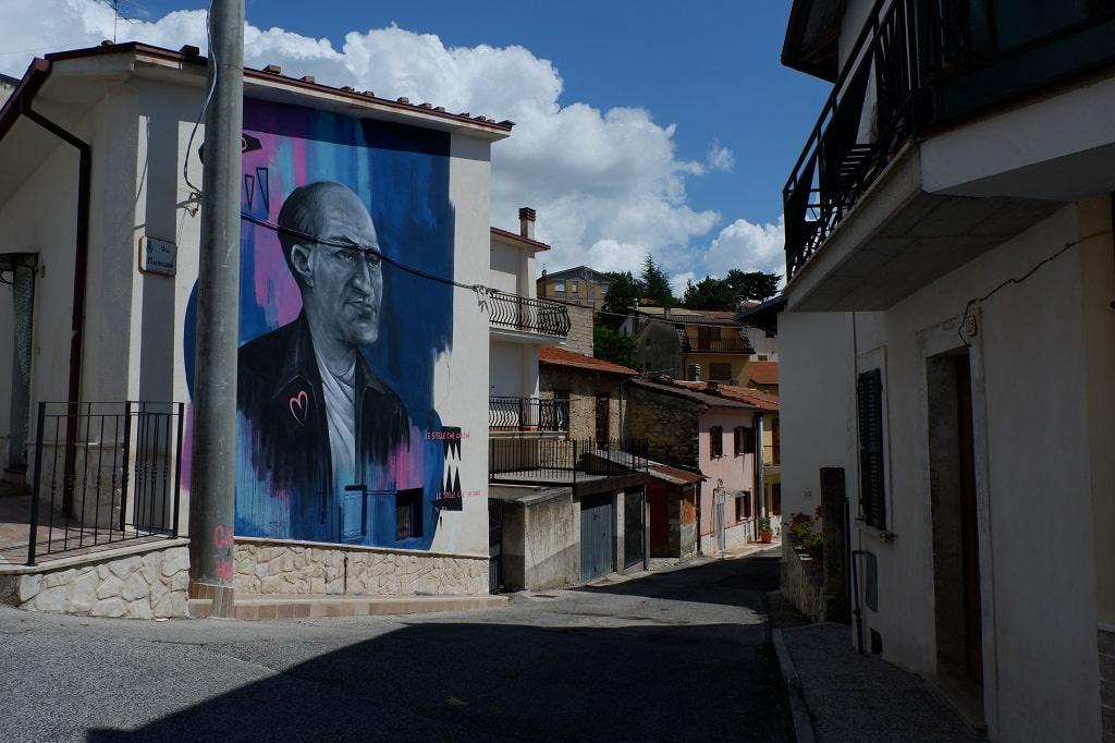 Uno scorcio dal borgo di Aielli, Aielli il borgo dei murales di Aielli