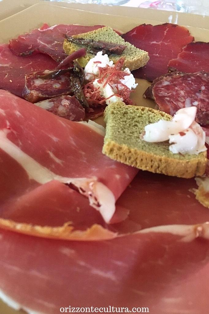 Tagliere di salumi di maiale casertano e di bufala al Ristorante Gli Scacchi a Casertavecchia, dove mangiare a Casertavecchia