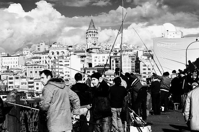 Sul ponte di Galata, Istanbul.