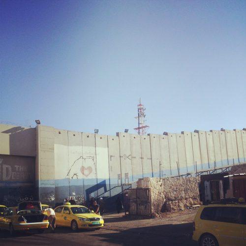Graffito di Banksy sul muro in Cisgiordania