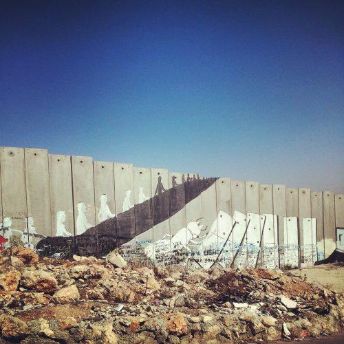 Murale di Ericailcane sul muro di separazione in Cisgiordania