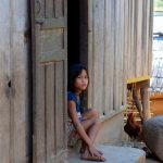Villaggio tribale khmu sul fiume Nam Ou