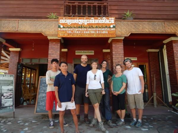 Trekking in Laos: foto di gruppo alla fine