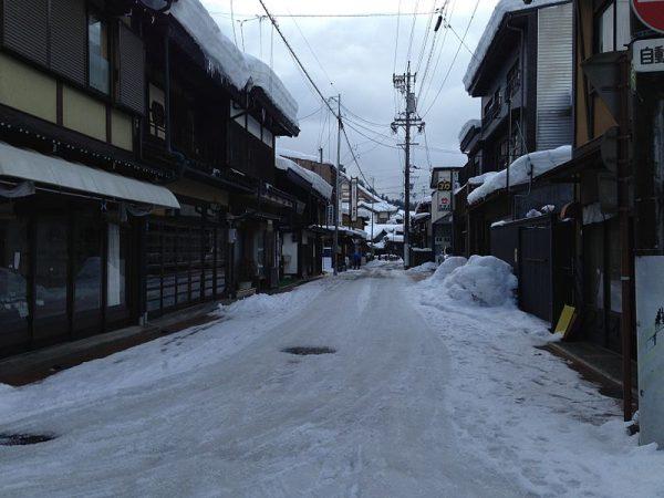 Street_view_near_Karakuri_Puppet_Museum_-Shishi_Hall-_in_Takayama,_Gifu (1)