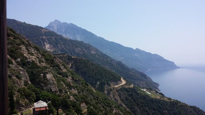 Il monte Athos visto dal monastero di Simonos Petras