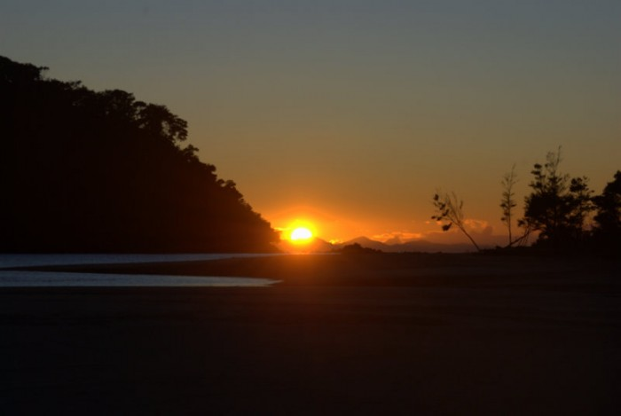 Walking in Abel Tasman: Sunrise at Bark Bay