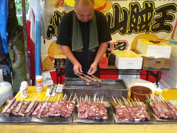Takayama: spiedini di carne di Hida