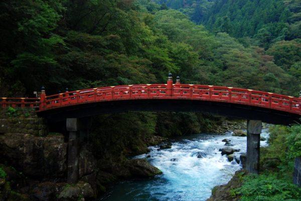 Il ponte Shinkyo, a Nikko
