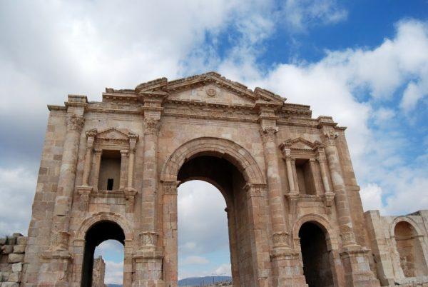 Visitare Jerash, in Giordania: l'arco di Adriano