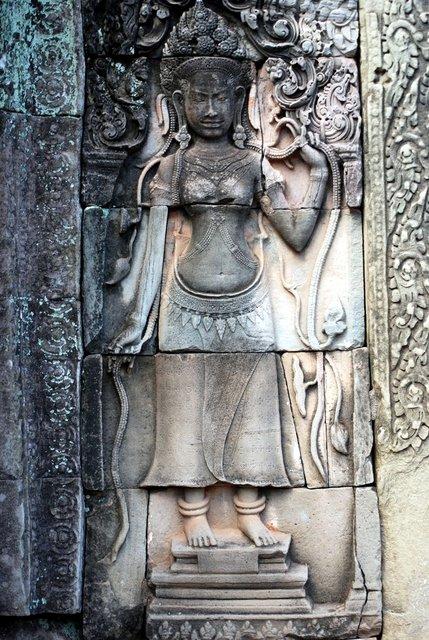 Danzatrice Apsara, particolare da un bassorilievo del Bayon