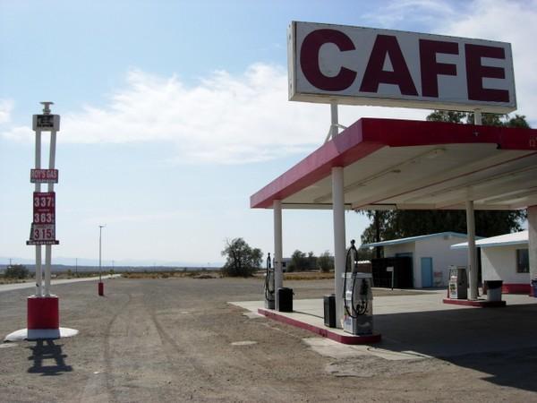 La stazione di servizio del Roy's Cafe