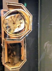 L'orologio fermo all'ora della bomba