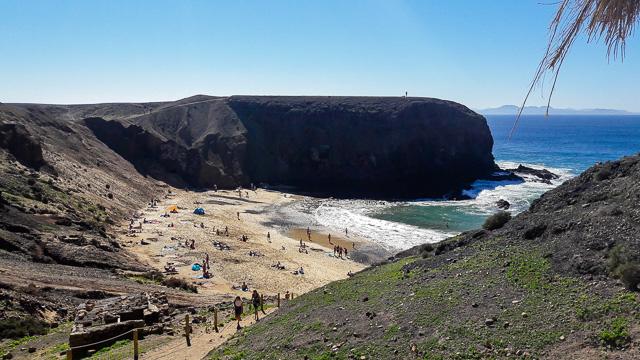 La spiaggia del Papagayo vista dal 'chiringuito', l'unico bar-ristorante della riserva