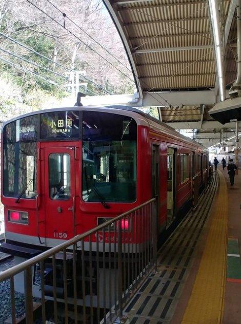 Visitare Hakone: il treno locale per Odawara