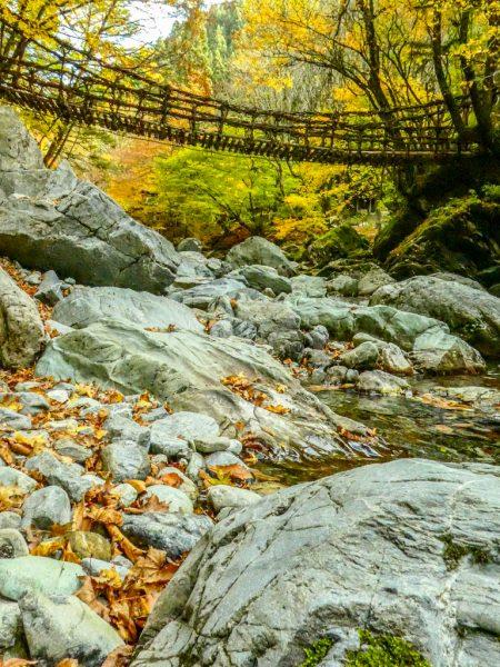 Un ponte di corda nella Valle di Iya