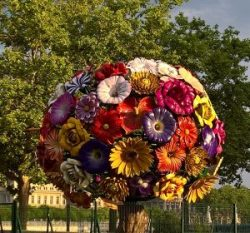 Flower power sculpture