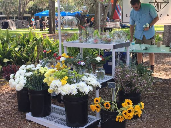 Farmers' markets in Central Florida: image of vendor at Lake Mary Farmers' Market