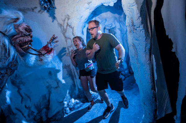 Halloween Horror Nights: image of couple screaming at Yeti: Terror of the Yukon haunted house