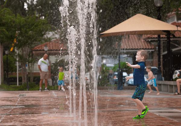 Orlando splash pads: image of boy playing in spraying water at Winter Garden's interactive fountain