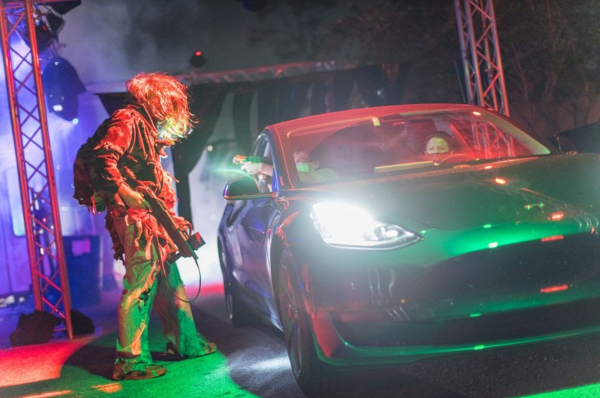 Halloween Orlando: image of two people in their car encountering a zombie during the Drive-Thru Halloween attraction, Scream n' Stream