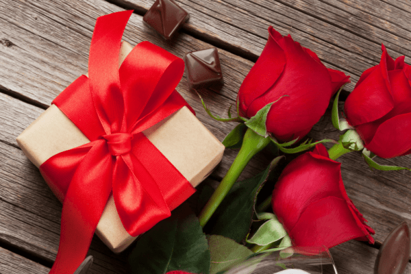 Things to do for Valentine's Day in Orlando: image of red roses and Valentine's Day chocolates