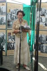 Актриса одесской филармонии Елена Куклова читает стихи из сборника Веры Зубаревой «Гавань»