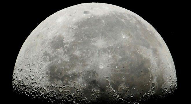 Nasa anuncia a descoberta de água na Lua