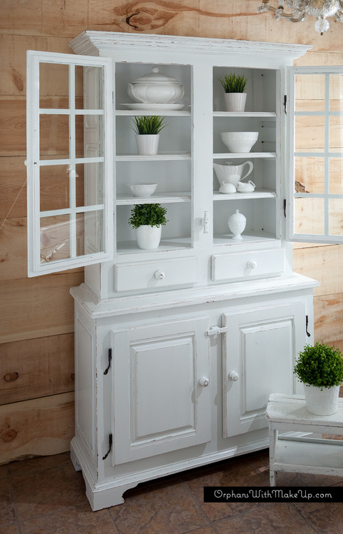 vaisselier painted in beautiful white orphans with makeup. Black Bedroom Furniture Sets. Home Design Ideas