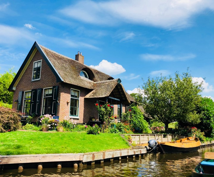 Boat trip in Giethoorn – enjoy the Dutch Venice for a day