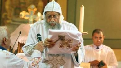 شرح القداس الالهى وطقسه الحلقة11 تقدمة الحمل: 1) ارتداء ملابس الخدمة