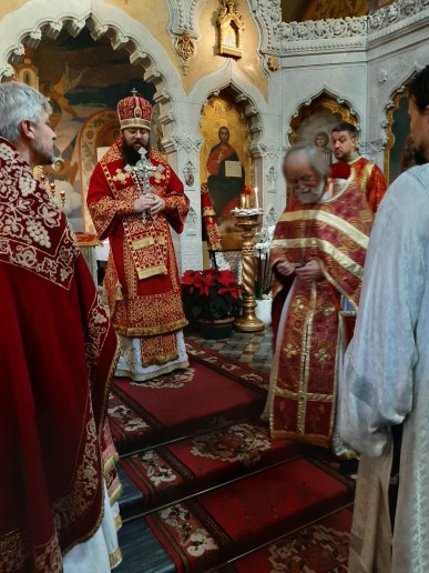 Bishop Irenei greets the clergy and faithful in Florence at the conclusion of the Divine Liturgy