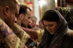 Parafianka namaszczana świętym olejem