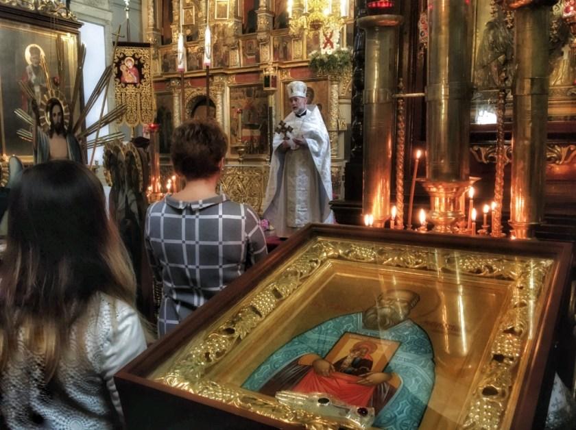 Proboszcz ks. mitrat Andrzej Łoś pozdrawia parafianki