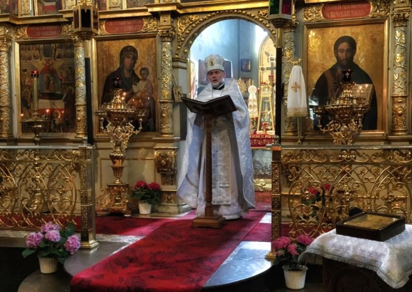 Kazanie głosi ks. mitrat Andrzej Łoś