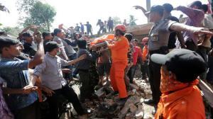 Ινδονησία: Σεισμός 6,5 Ρίχτερ - Βίντεο