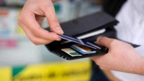 Από την Πρωτοχρονιά σχεδόν όλοι οι φορολογούμενοι θα πρέπει να αρχίσουν να κυνηγούν... τις ηλεκτρονικές αποδείξεις προκειμένου να μην έρθουν αντιμέτωποι με φόρο-πέναλτι.