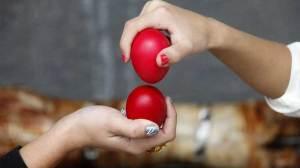 Πάσχα 2020: Ποιο από τα κόκκινα αυγά δεν τσουγκρίζουμε