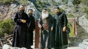 Άγιος γέροντας Εφραίμ Κατουνακιώτης : Να τι κάνει η παρακοή!