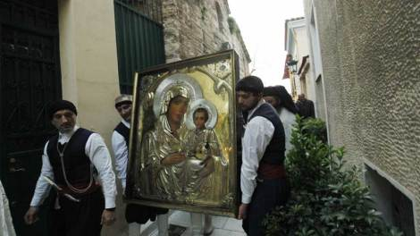 Γιατί εμείς οι Ορθόδοξοι τιμούμε την Παναγία μας