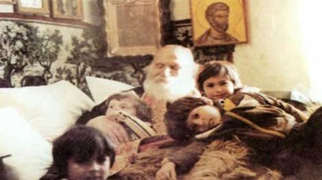 Μαρτυρία : Ασθενής γίνεται καλά μετά από θαύμα του γέροντα Σίμων Αρβανίτη