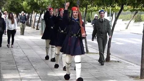 Σύνταγμα: Με το «Μακεδονία Ξακουστή» η αλλαγή της Προεδρικής Φρουράς