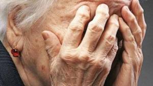 Θεσσαλονίκη : Συνέλαβαν 90χρονη γιαγιά γιατί πωλούσε παντόφλες στη λαϊκή!